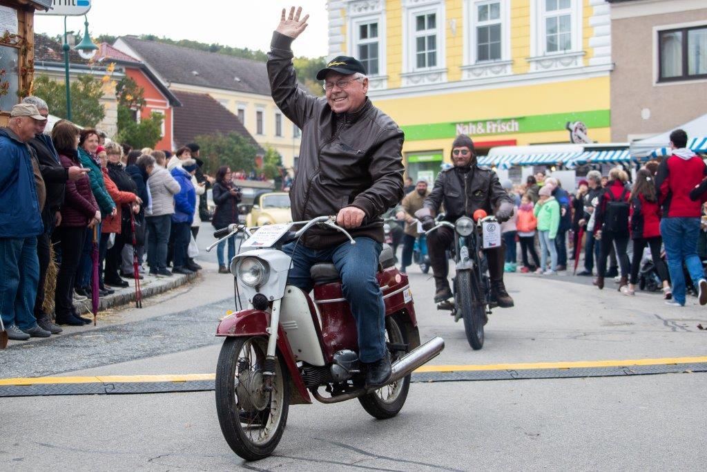 Oldtimerumzug-2019-c-ARGE-Erdäpfelfest-Geras-13