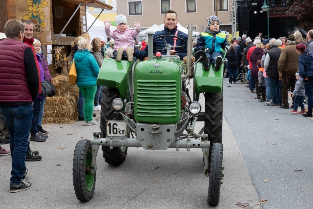 Oldtimerumzug-2019-c-ARGE-Erdäpfelfest-Geras-40