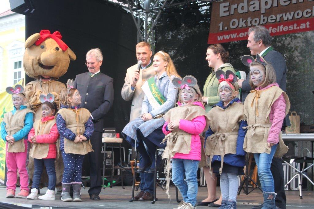 Thronübergabe-2019-c-ARGE-Erdäpfelfest-Geras-1