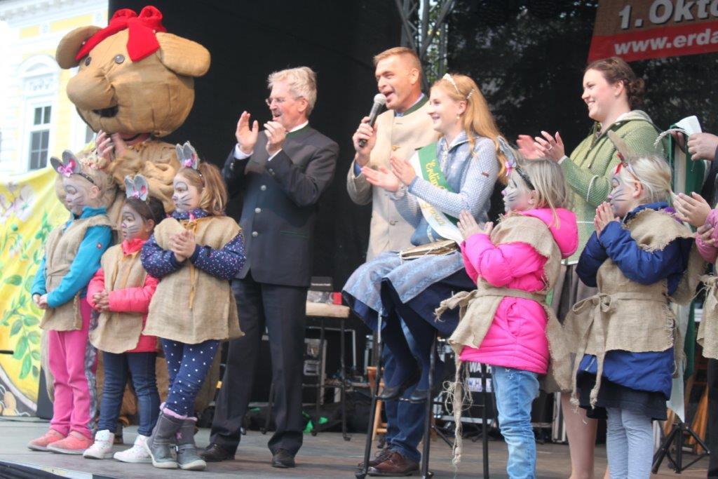 Thronübergabe-2019-c-ARGE-Erdäpfelfest-Geras-2