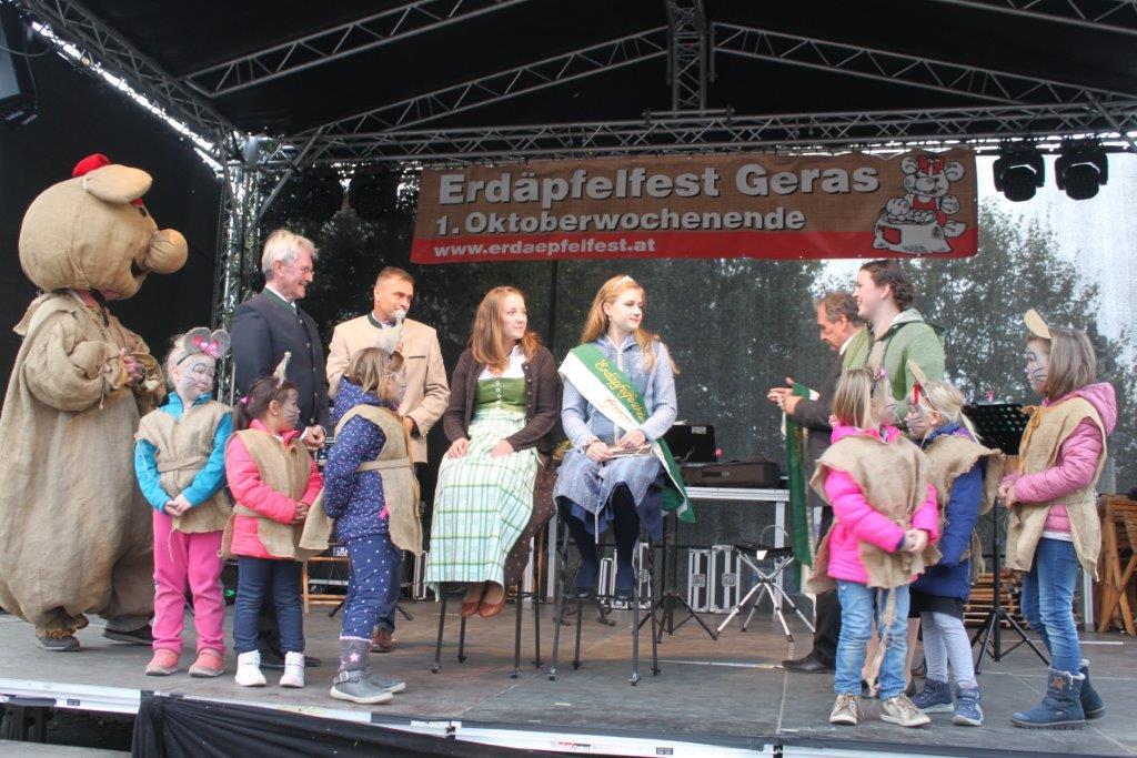 Thronübergabe-2019-c-ARGE-Erdäpfelfest-Geras-3