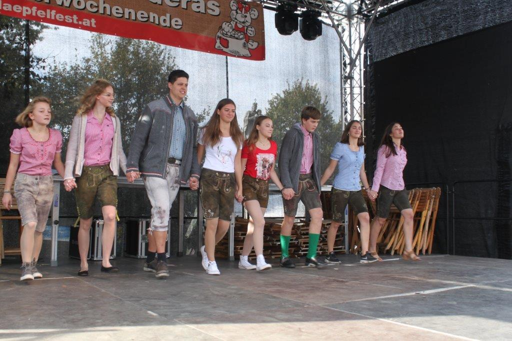 Trachtenmodenschau-2019-c-ARGE-Erdäpfelfest-Geras-17
