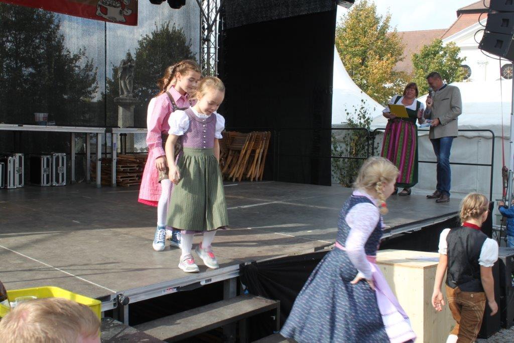 Trachtenmodenschau-2019-c-ARGE-Erdäpfelfest-Geras-35