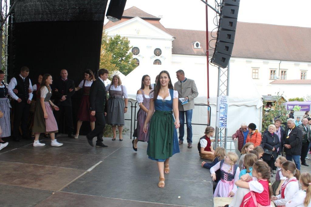 Trachtenmodenschau-2019-c-ARGE-Erdäpfelfest-Geras-80