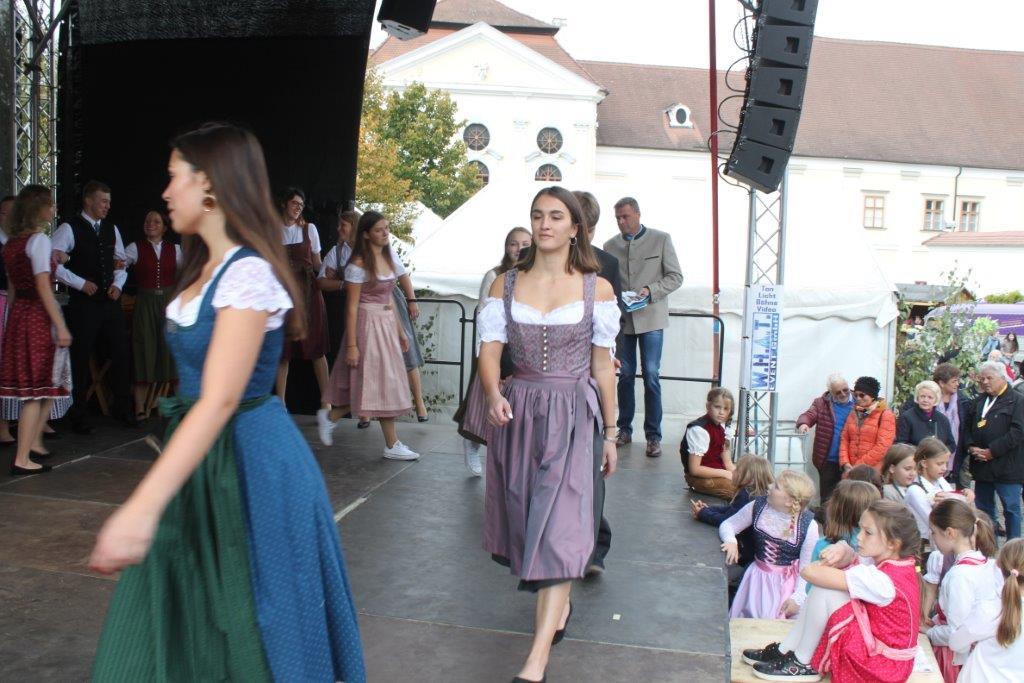 Trachtenmodenschau-2019-c-ARGE-Erdäpfelfest-Geras-81