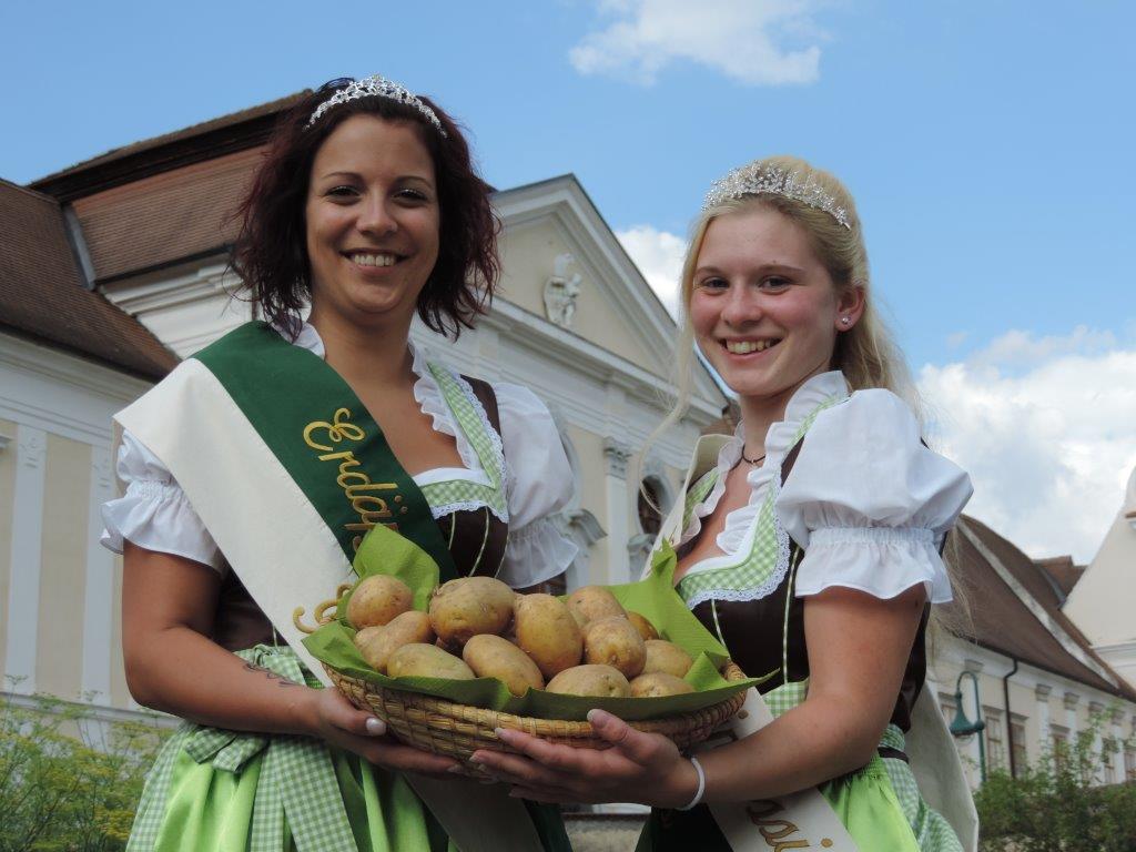 2014 - Erdäpfelfest - Königin Katharina und Prinzessin Bianca - Stift