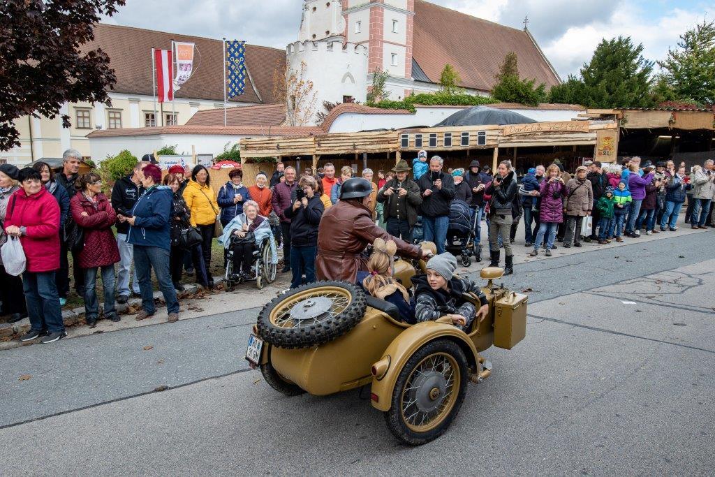 Oldtimerumzug-2019-c-ARGE-Erdäpfelfest-Geras-10