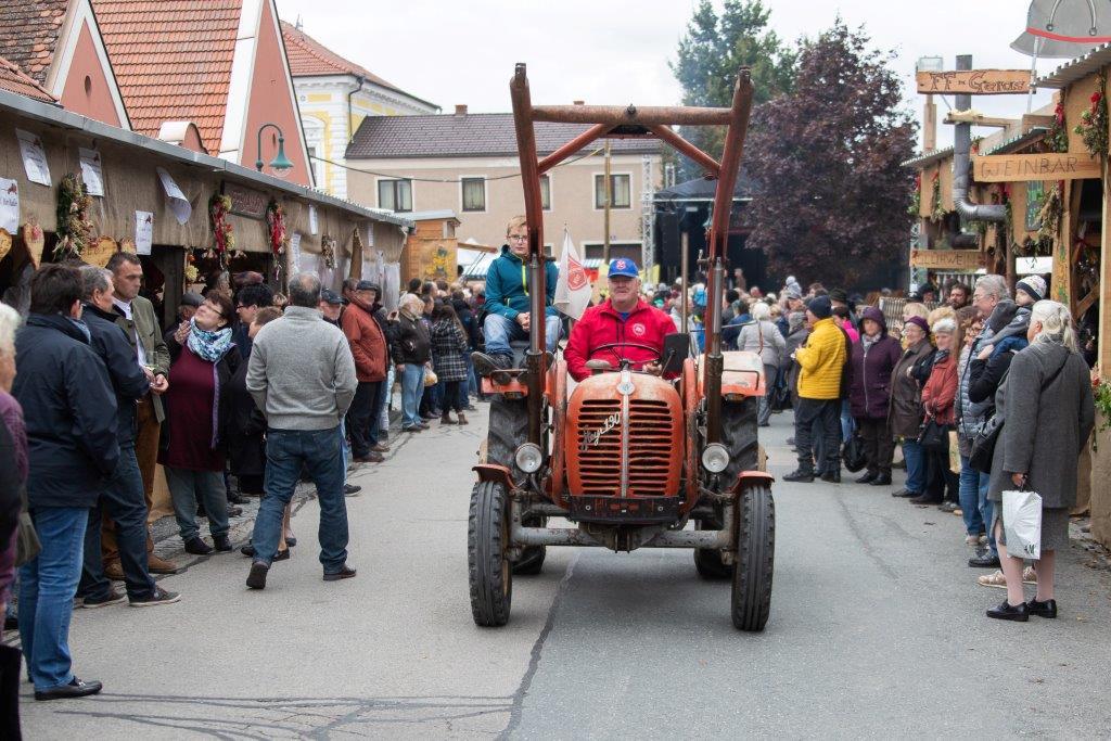 Oldtimerumzug-2019-c-ARGE-Erdäpfelfest-Geras-19