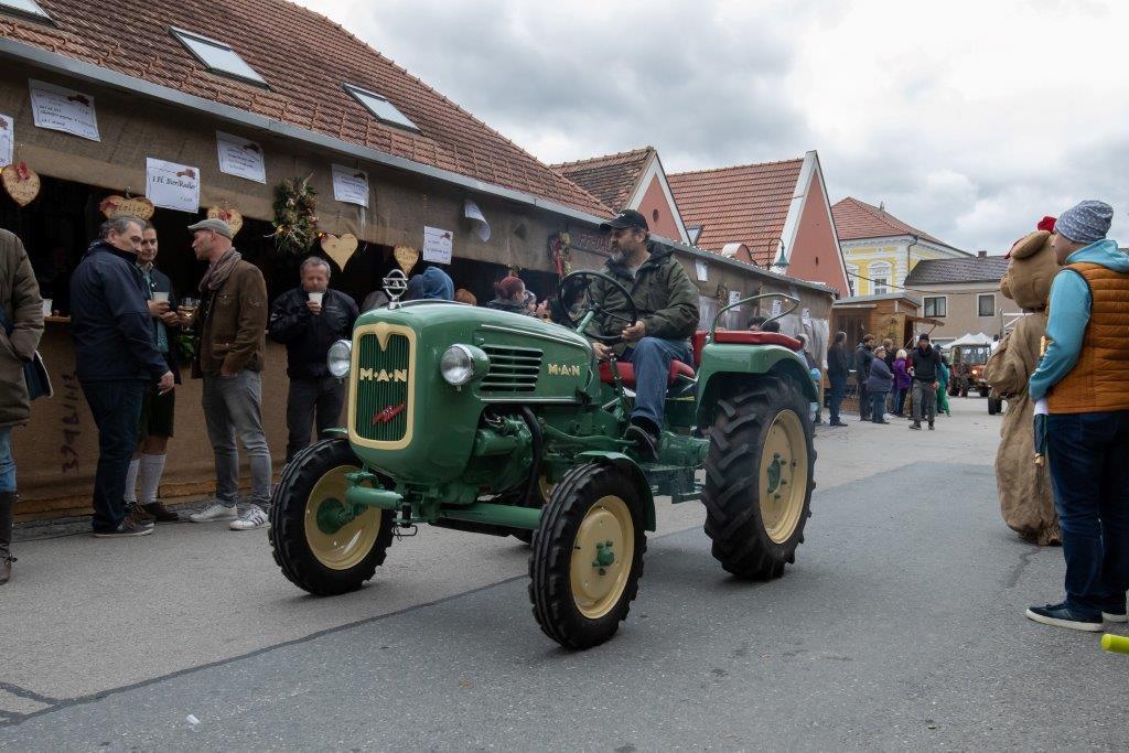Oldtimerumzug-2019-c-ARGE-Erdäpfelfest-Geras-36