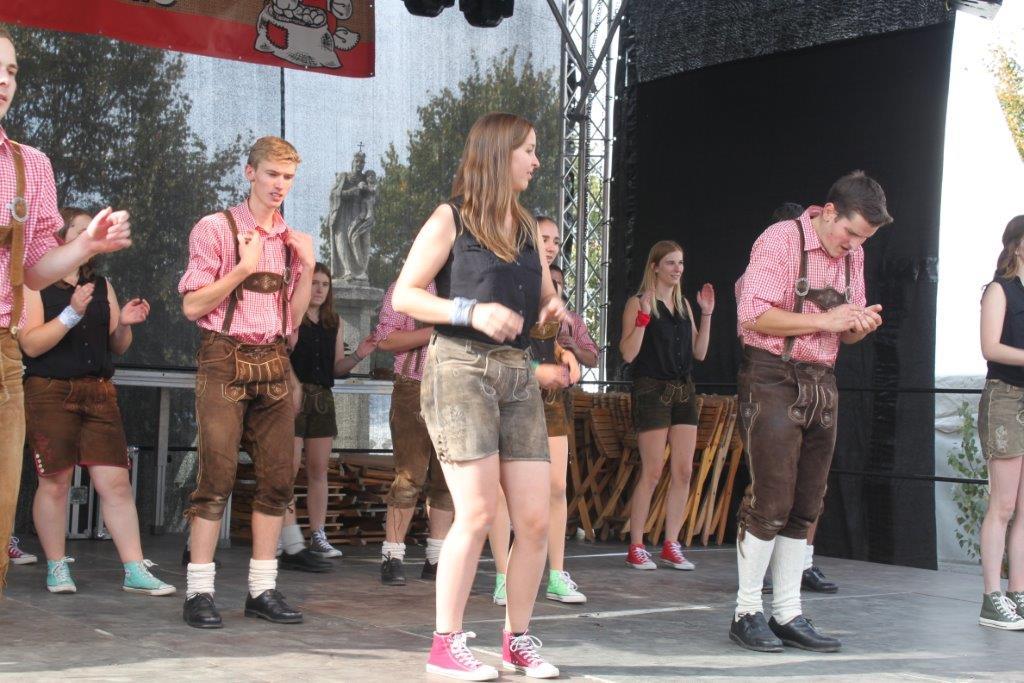 Trachtenmodenschau-2019-c-ARGE-Erdäpfelfest-Geras-2