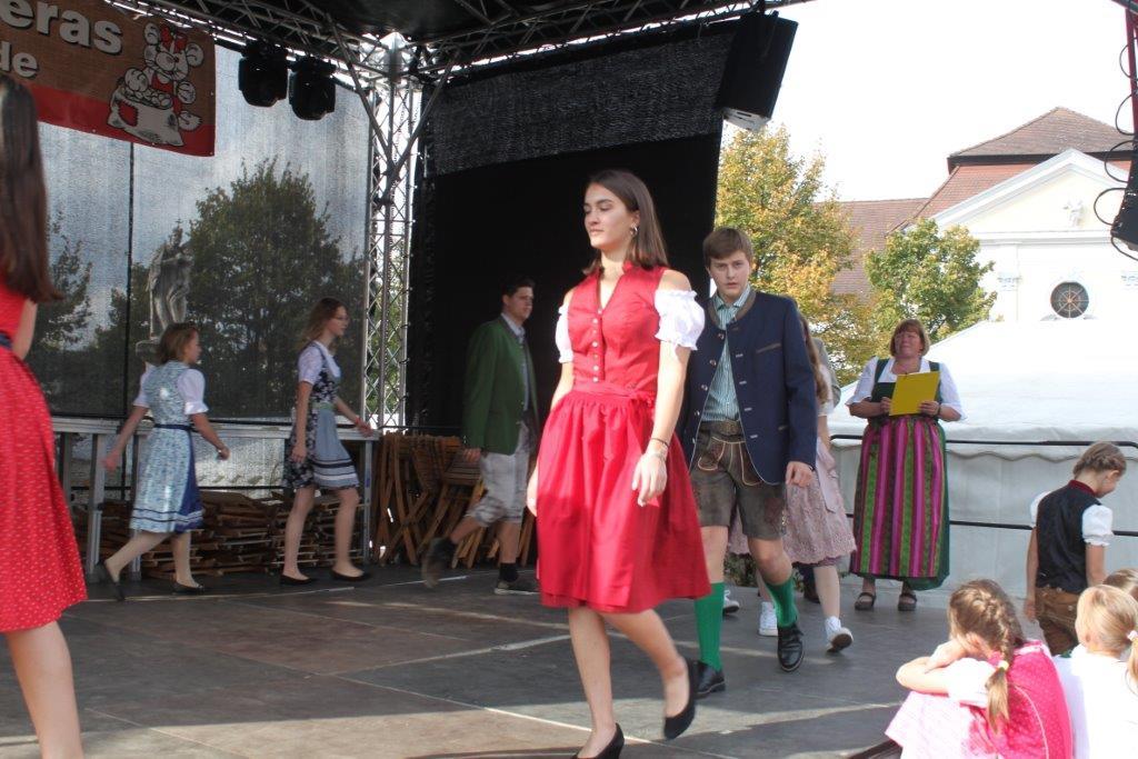 Trachtenmodenschau-2019-c-ARGE-Erdäpfelfest-Geras-43