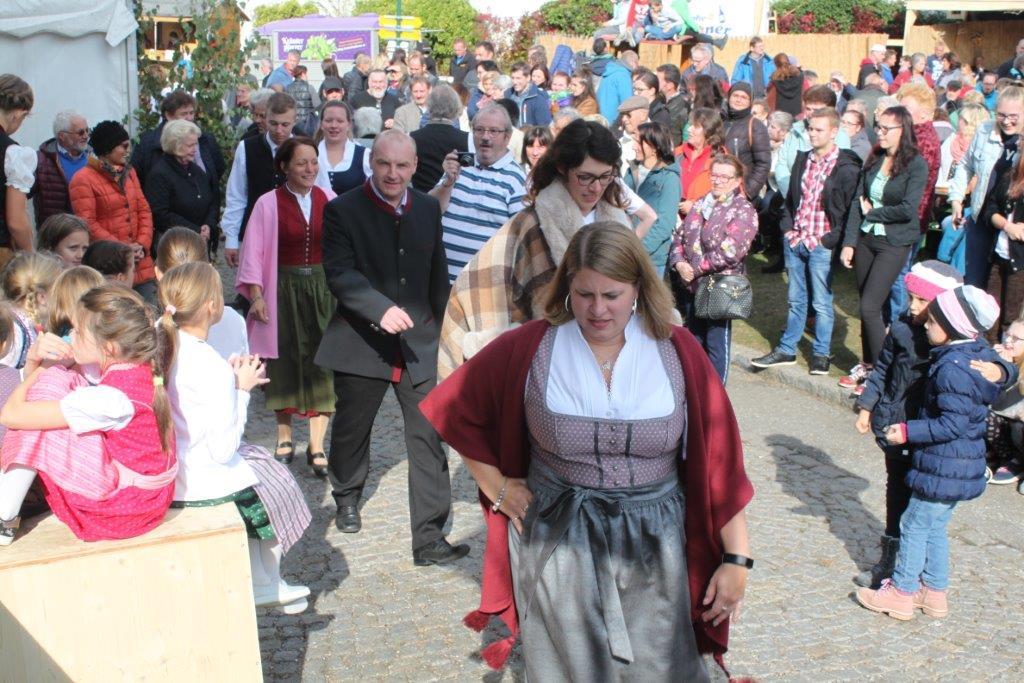 Trachtenmodenschau-2019-c-ARGE-Erdäpfelfest-Geras-71