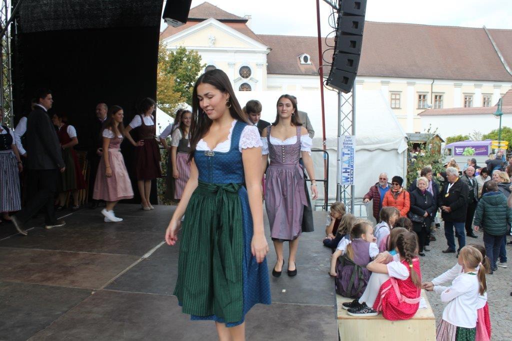 Trachtenmodenschau-2019-c-ARGE-Erdäpfelfest-Geras-79