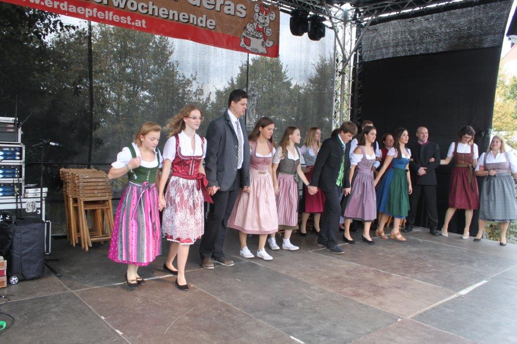 Trachtenmodenschau-2019-c-ARGE-Erdäpfelfest-Geras-84